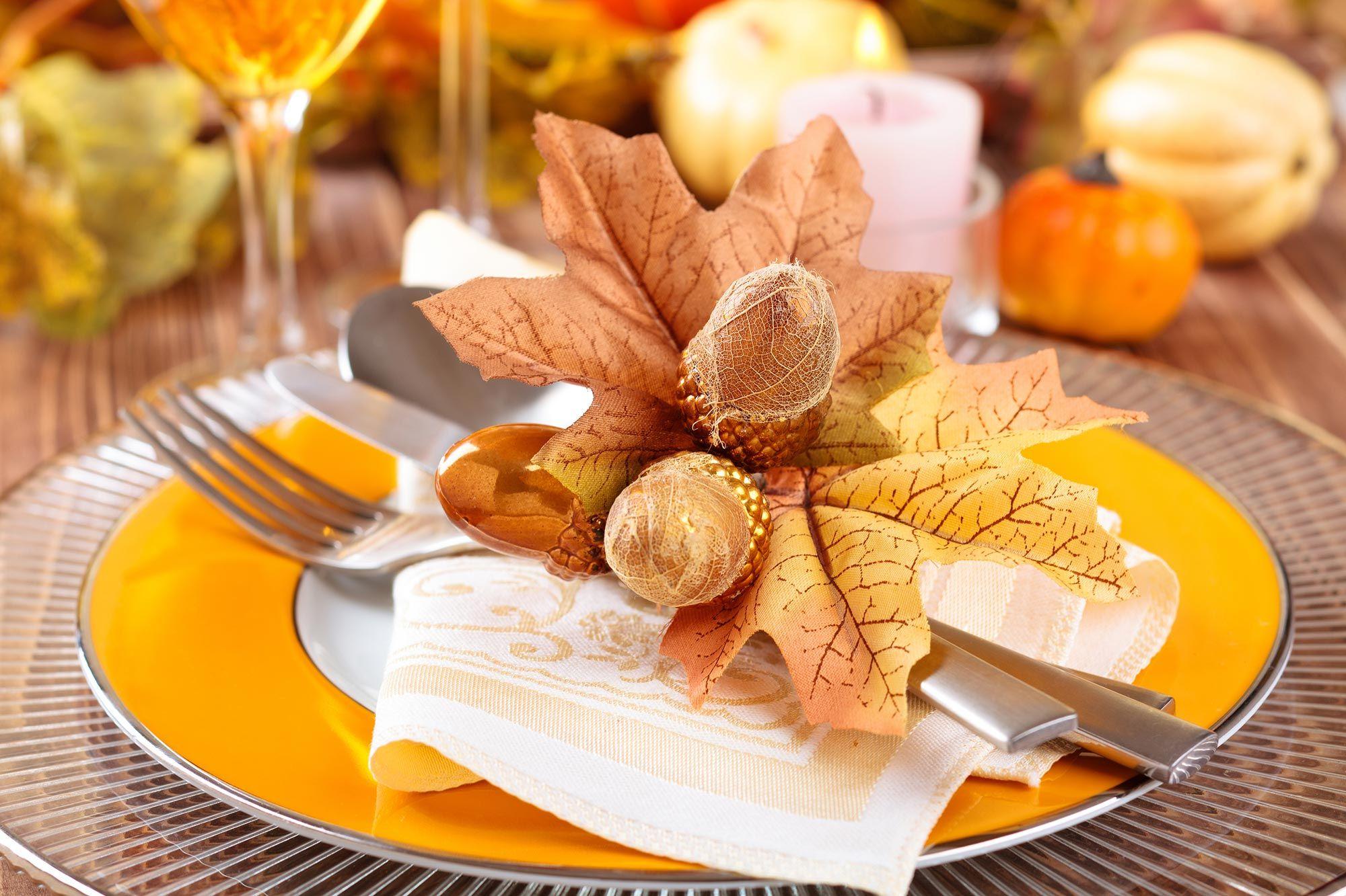 Decoración de otoño para la mesa - vajilla