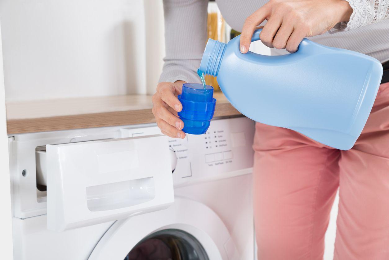 Detergente para la lavadora.