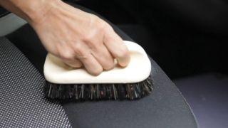 Cómo limpiar la tapicería del coche - Paso 5