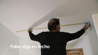 Cómo colocar una falsa viga en el techo - Paso 1