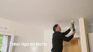 Cómo colocar una falsa viga en el techo - Paso 6