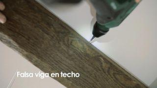 Cómo colocar una falsa viga en el techo - Paso 9