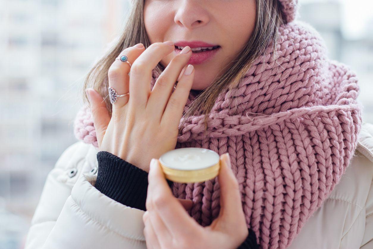 Bálsamo labial para hidratar los labios y protegerlos del frío.