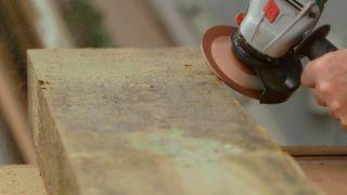 Cómo crear un efecto rústico a una pieza de madera - Paso 3