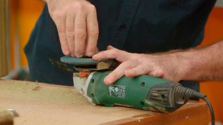 Cómo crear un efecto rústico a una pieza de madera - Paso 4