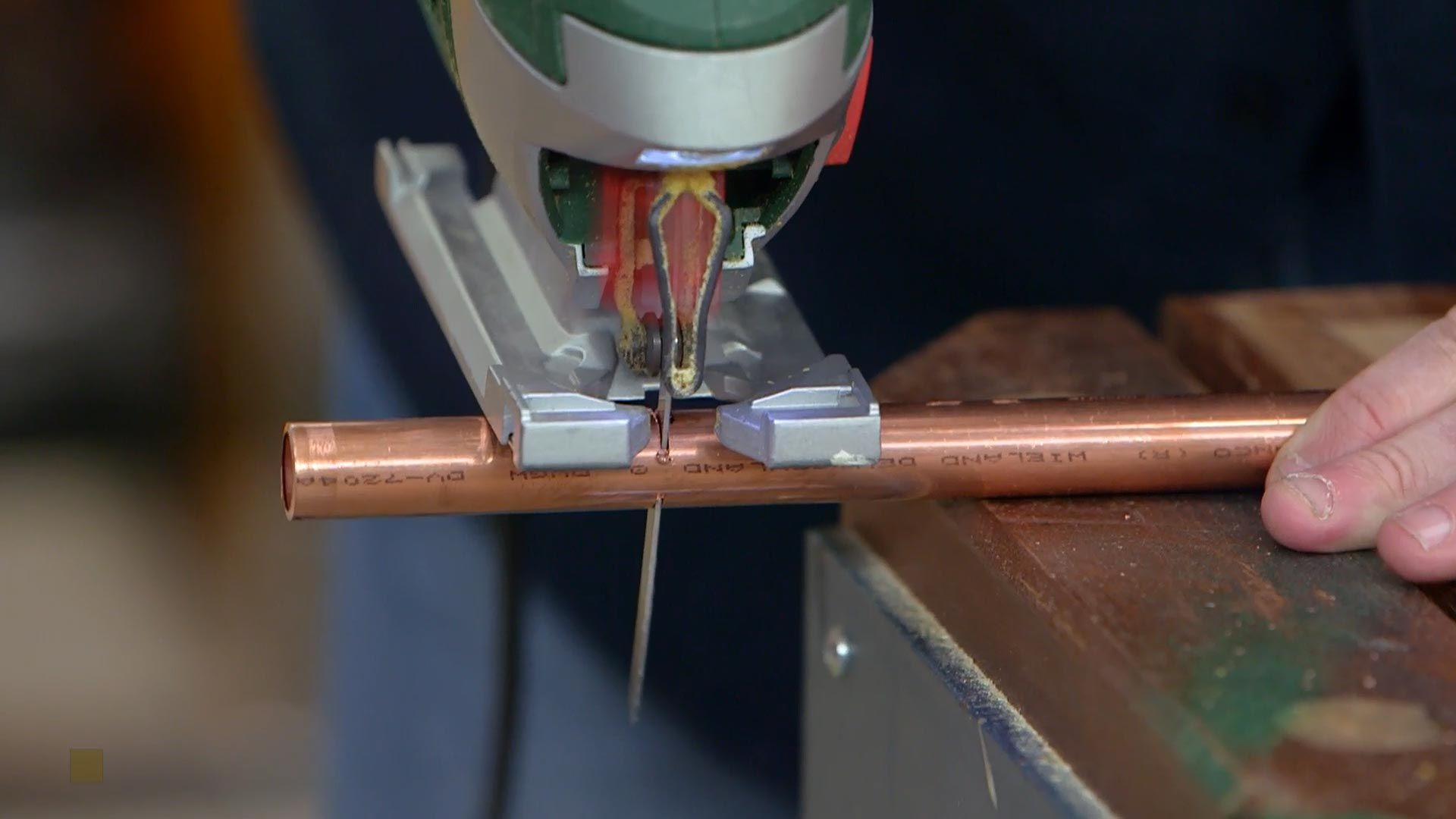 cortar tubos de cobre con sierra de calar