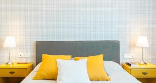 Decorar pared con papel estampado de cuadro ingl�s