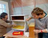 Renovar mesitas de noche con pintura amarilla - paso 3