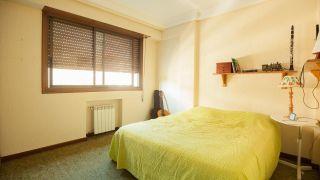 dormitorio juvenil azul con riso iluminado - antes