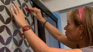 Decorar dormitorio juvenil azul con friso iluminado - paso 12