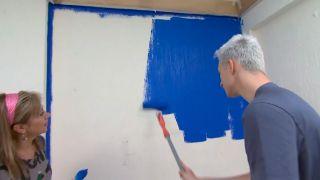 Decorar dormitorio juvenil azul con friso iluminado - paso 2