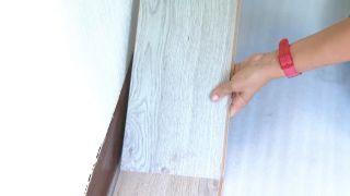 Decorar dormitorio juvenil azul con friso iluminado - paso 5