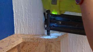 Decorar pared de dormitorio con friso de OSB iluminado - paso 3