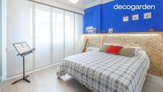 Decorar dormitorio juvenil azul con friso iluminado - después