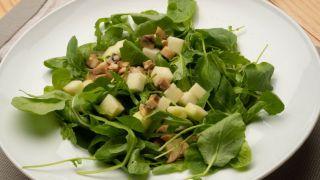 Ensalada de berros, rúcula, manzana y champiñones