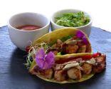 Receta de Taco mexicano con salsa de tomate y guacamole