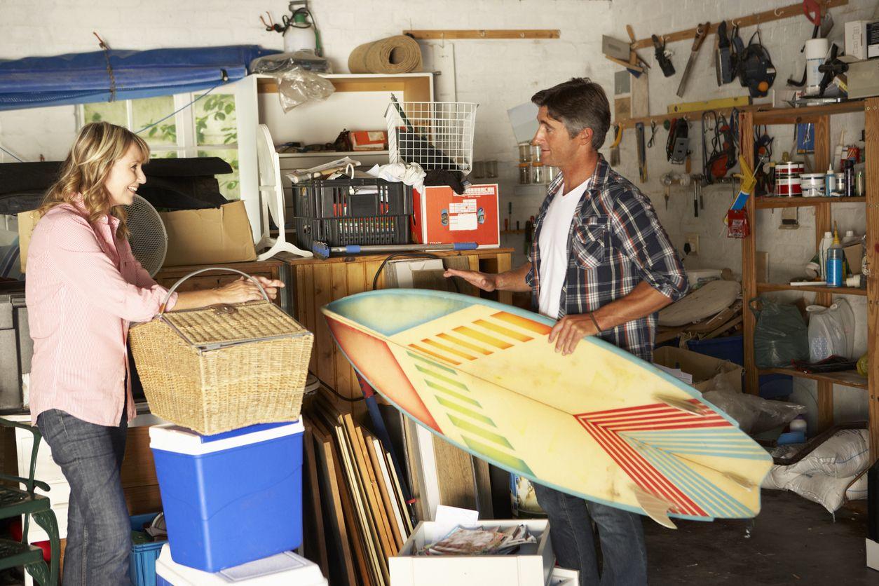 Tareas de limpieza y organización en el trastero o sótano.