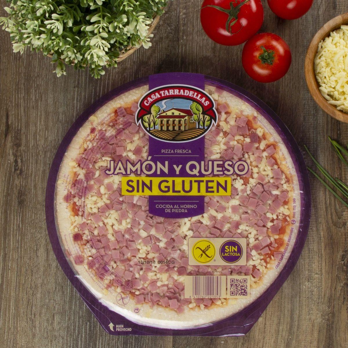 Pizza fresca sin gluten y sin lactosa de jamón y queso.