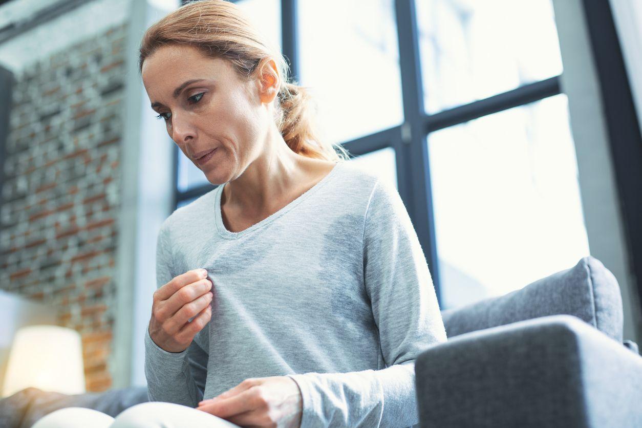 Los sofocos son uno de los síntomas más comunes durante la menopausia.