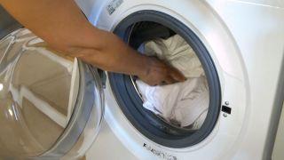 Cómo lavar los cuellos y puños de las camisas - Paso 3