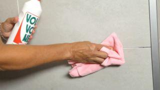 Cómo limpiar azulejos y paredes pintadas - Paso 4