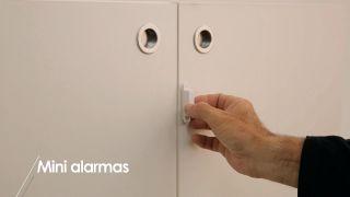 Cómo colocar mini-alarmas en los armarios  - Paso 3