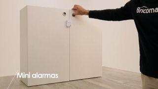 Cómo colocar mini-alarmas en los armarios  - Paso 4