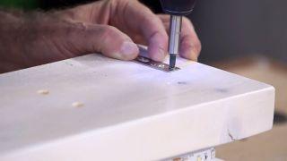 Cómo hacer una lámpara con un listón de madera - Paso 10