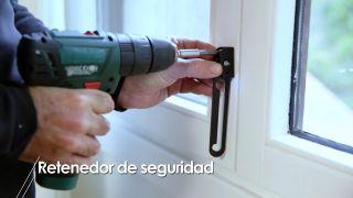 Cómo instalar un retenedor de seguridad para puertas y ventanas - Paso 2