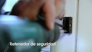 Cómo instalar un retenedor de seguridad para puertas y ventanas - Paso 3