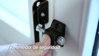 Cómo instalar un retenedor de seguridad para puertas y ventanas - Paso 4