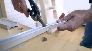 Cómo colocar un techo aislante acústico - Paso 2