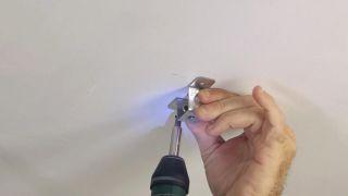 Cómo colocar un techo aislante acústico - Paso 6
