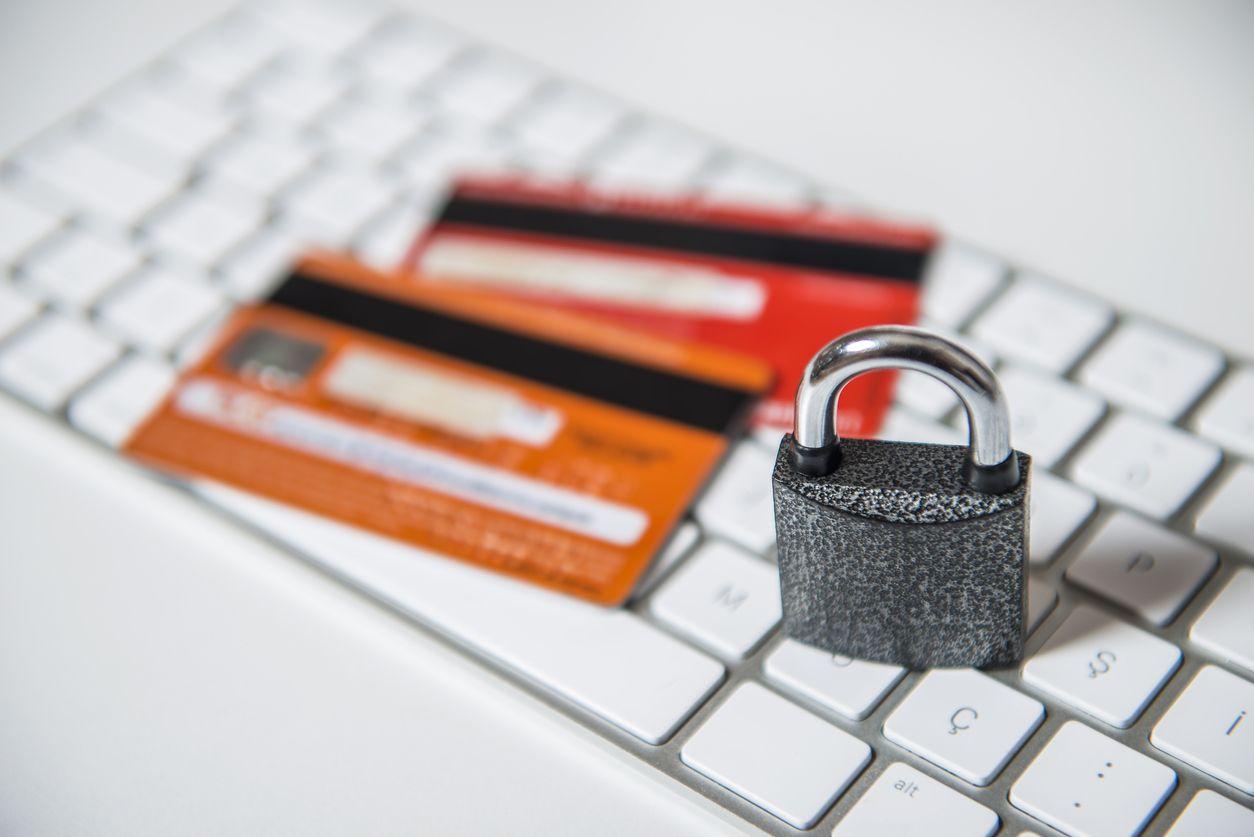 Tarjeta de crédito con seguro de protección de compras por Internet.