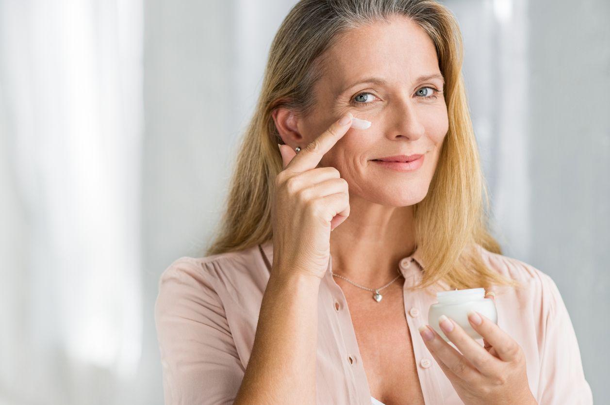 Los cosméticos con retinol reducen las arrugas y mejoran la elasticidad de la piel.