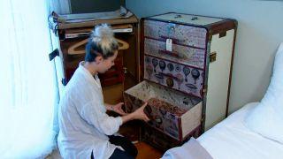 Decorar baúl antiguo con vinilo y decopatch - paso 11