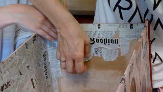 Decorar baúl antiguo con vinilo y decopatch - paso 9