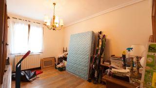 dormitorio industrial con muebles reciclados - antes