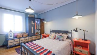 Decorar dormitorio juvenil industrial con muebles reciclados