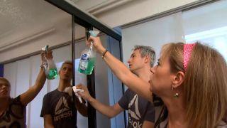 Decorar puertas de espejo del armario con vinilos - paso 2