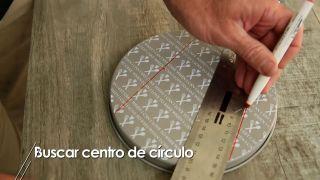 Cómo buscar el centro de un círculo - Paso 2