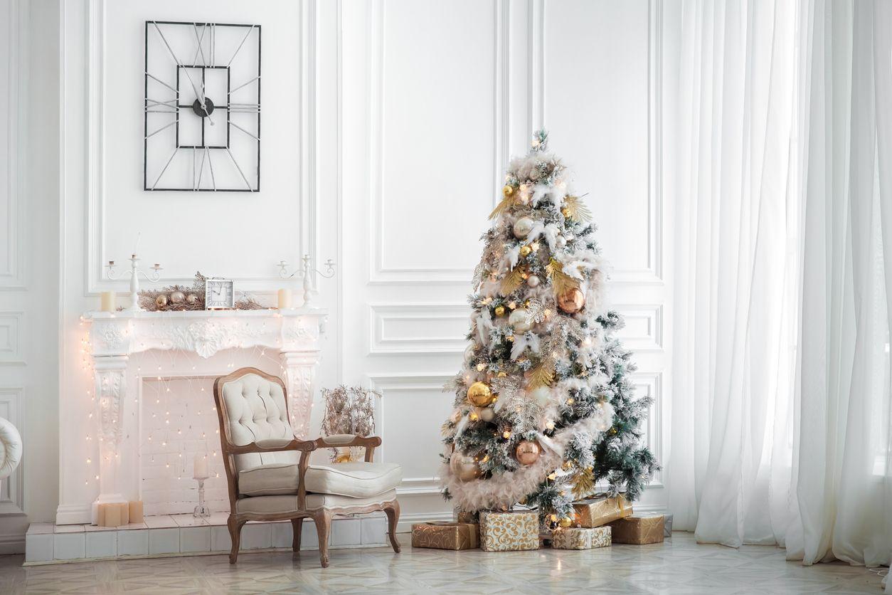 Árbol de Navidad con efecto nevado.