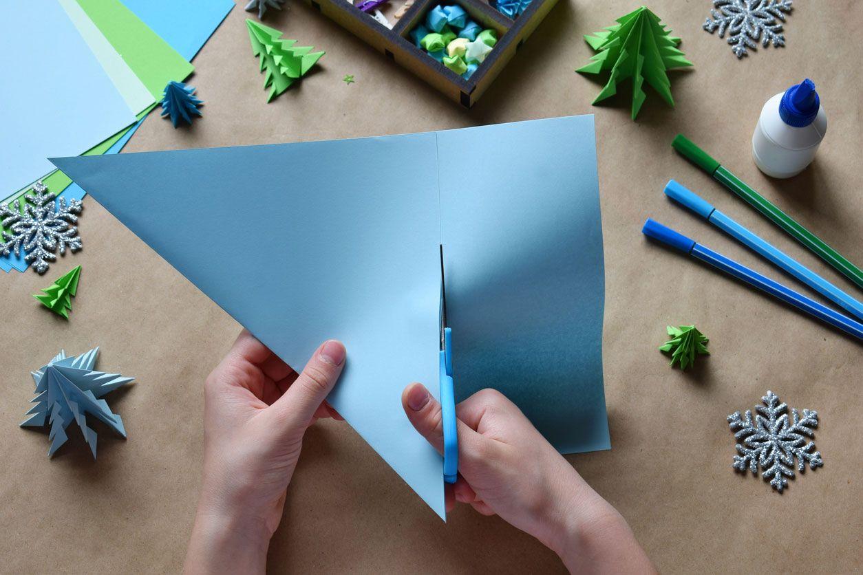 Cómo hacer una postal navideña combinando origami y lettering paso 1