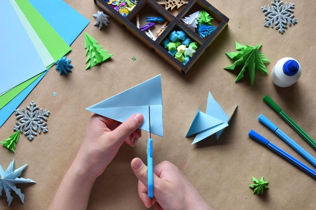Cómo hacer una postal navideña combinando origami y lettering paso 2