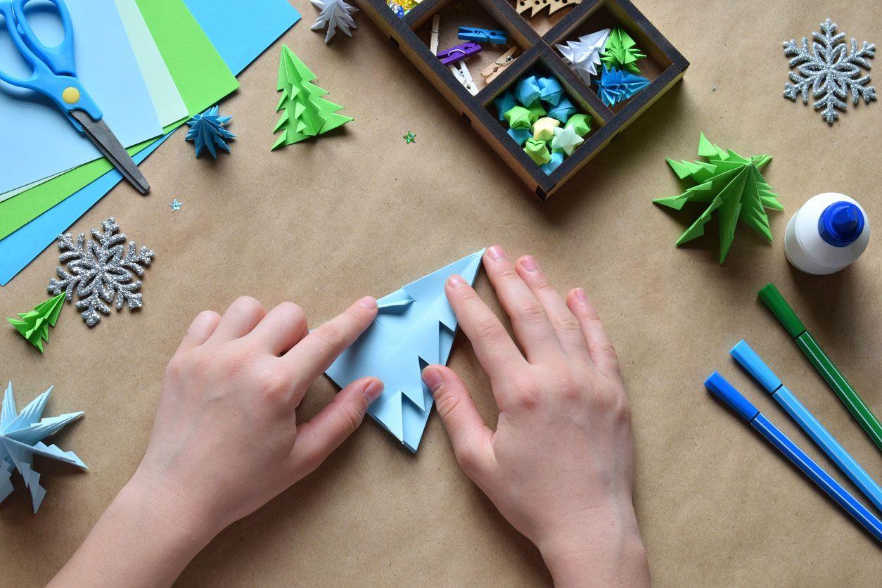 Cómo hacer una postal navideña combinando origami y lettering paso 3