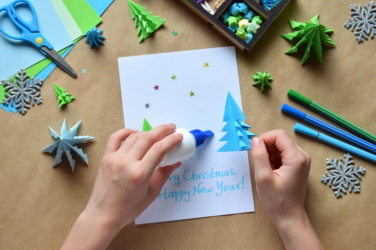 Cómo hacer una postal navideña combinando origami y lettering paso 4