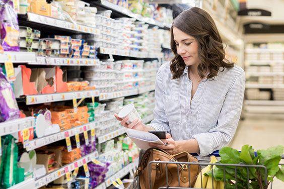 Revisa el etiquetado de los alimentos para ver cuál es su porcentajes real de azúcares, sal u otros añadidos.