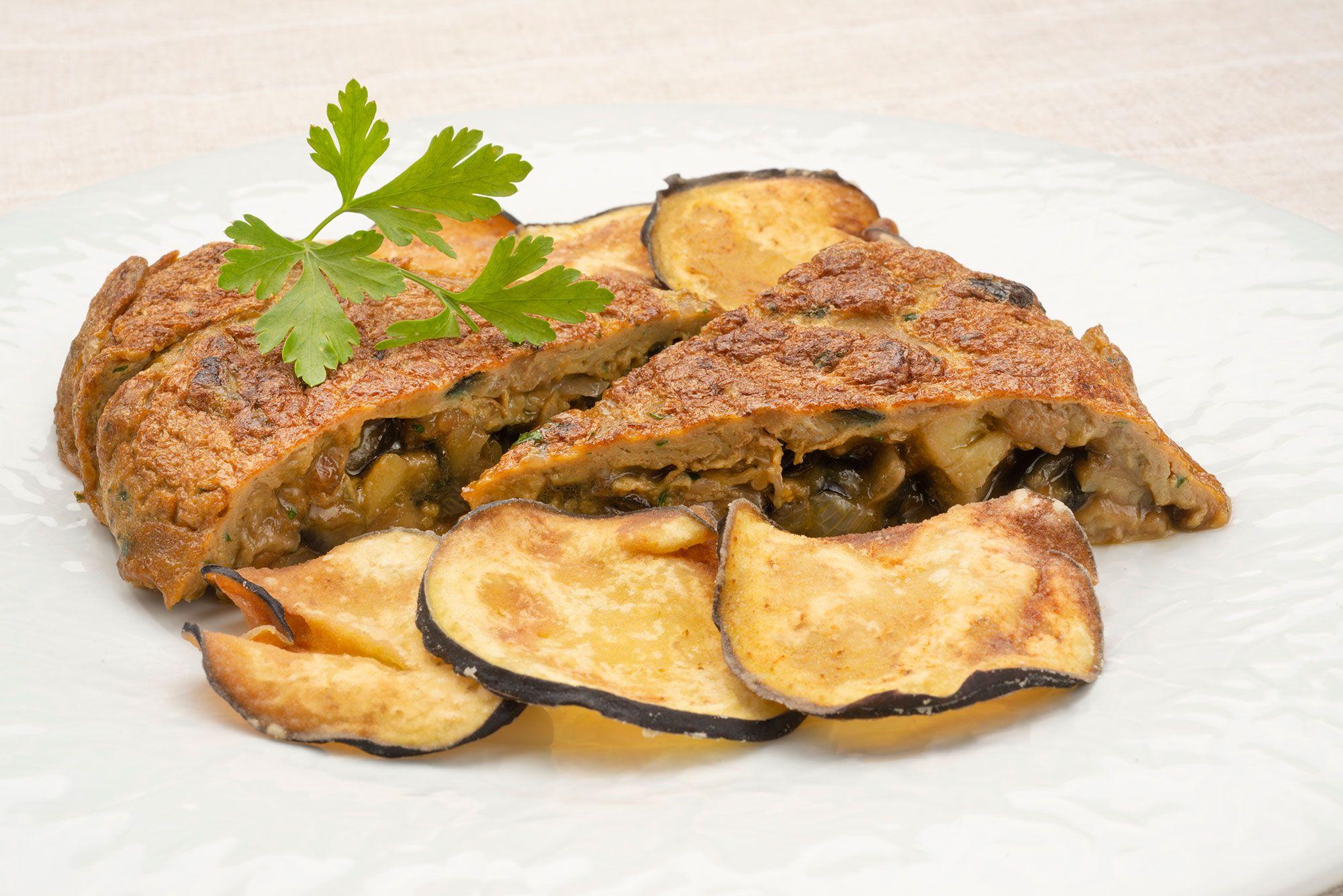 Tortilla de berenjena con berenjenas crujientes