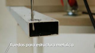 Cómo colocar ruedas a una estructura metálica - Paso 2