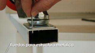 Cómo colocar ruedas a una estructura metálica - Paso 3